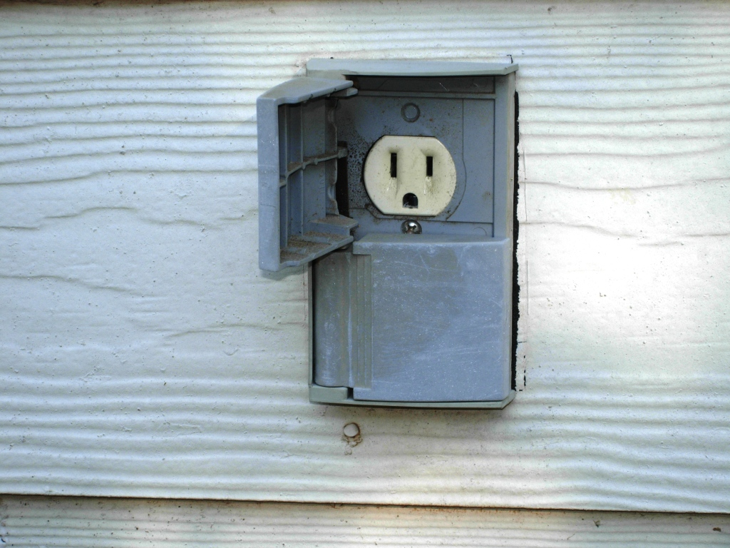 Outlet handyhomeowner How to install exterior electrical outlet